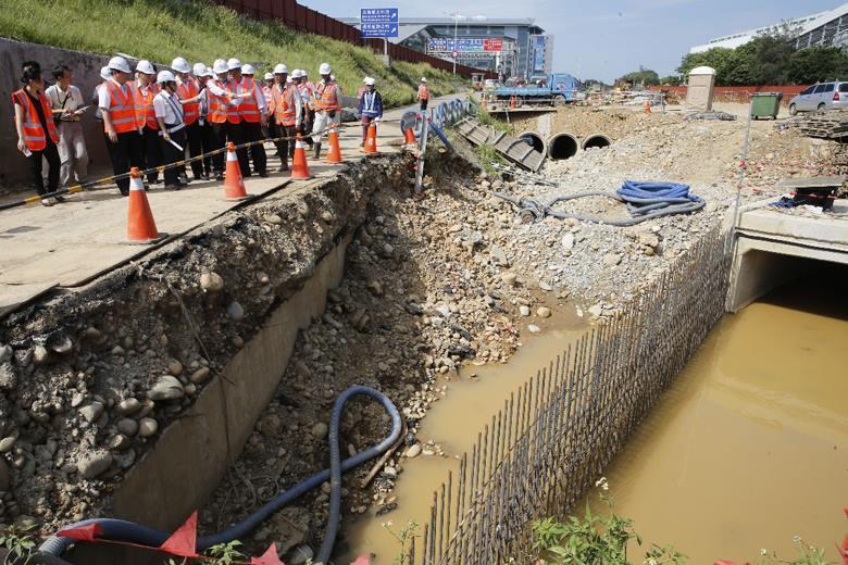 桃園機場淹水過後工程人員進行勘災。 圖/聯合報系