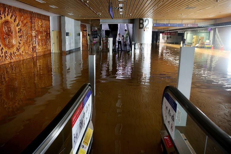 機場內部積淹水嚴重。 圖/聯合報系