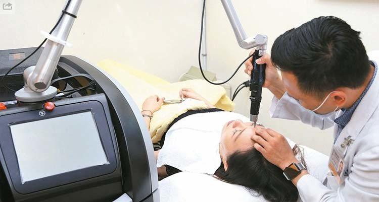 明年1月1日起,醫美新制規定美容醫學手術的醫師,必須擁有認證和訓練才能動醫美手術...