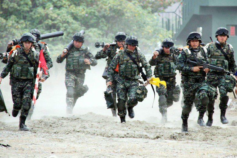 新兵接受訓練(圖中人物與文章內容無關)。 圖/聯合報系