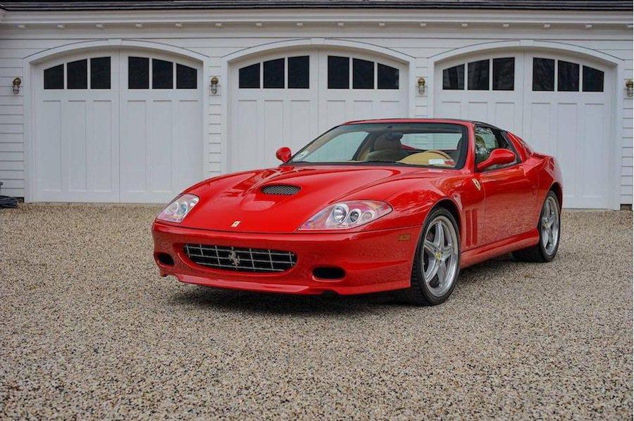 一部僅生產43輛的Ferrari 575M Superamerica手排版最近被拍賣。 摘自Carscoops.com