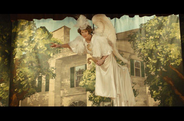 梅莉史翠普在新片《走音天后》中扮演五音不全的上流貴婦。圖/傳影提供