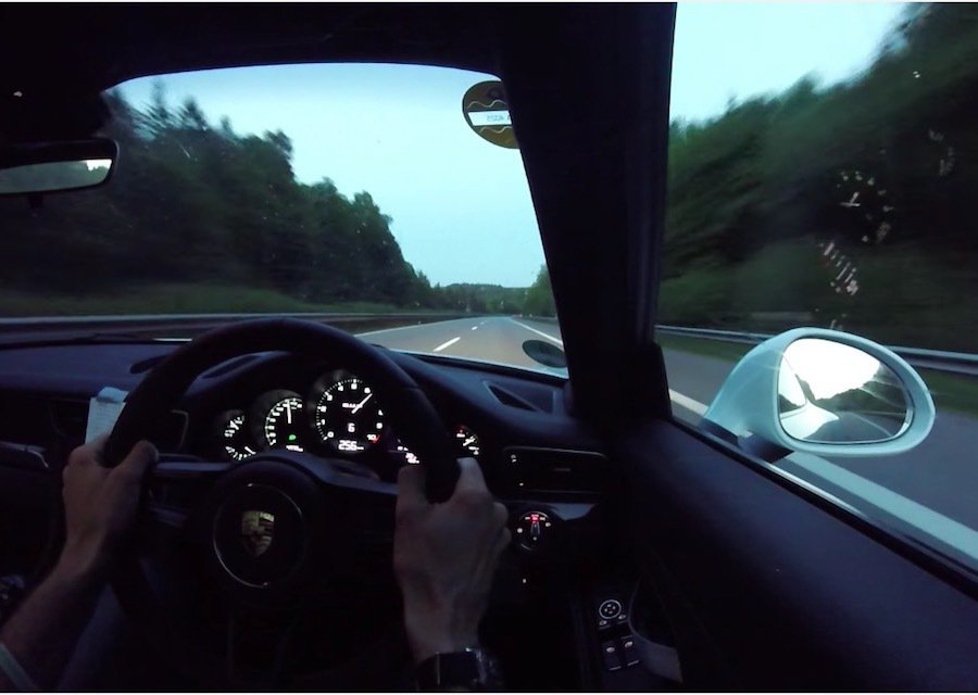 Porsche 911 R承襲911 GT3 RS的基底,隨便衝都能破250km/h大關。 截自EVO影片