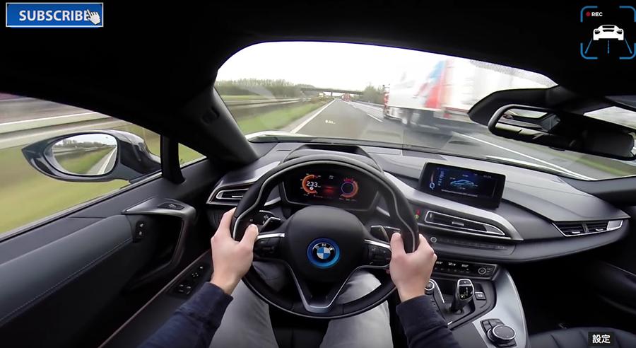 BMW i8搭載了結合燃油引擎與電動馬達的 Hybrid油電混合力系統。 裁自AutoTopNL影片