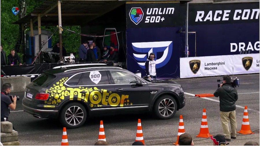 雖然Bentley Bentayga在性能上無法勝過911,但已是同級車中的佼佼者。 截自DragtimesInfo影片