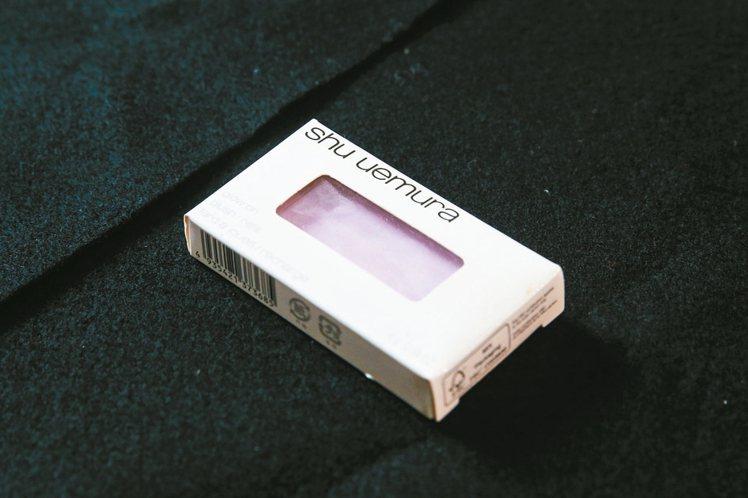 植村秀創藝無限腮紅P010,紫色可提亮膚質,加強頰彩的立體度。540元 記者鄭清...