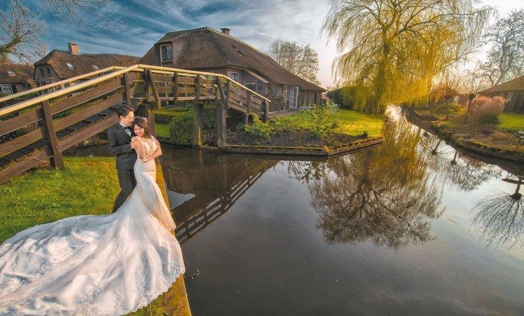 荷蘭羊角村,有著濃厚的古樸童話氛圍。 圖/黑焦耳海外婚紗婚禮攝影工作室提供