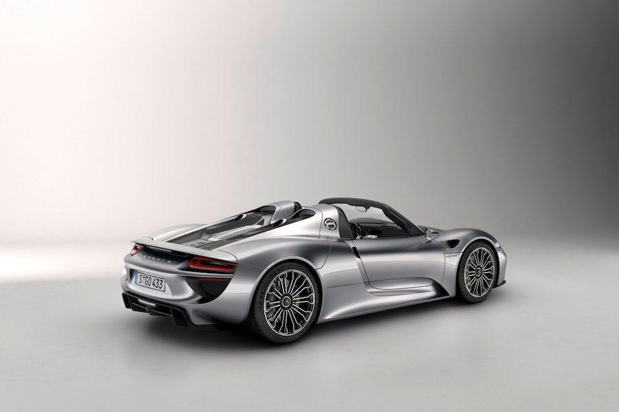 雖然小偷跟車輛很快就被找到且毫髮無傷,不過相信該經銷商以後就不敢大意了。 Porsche提供
