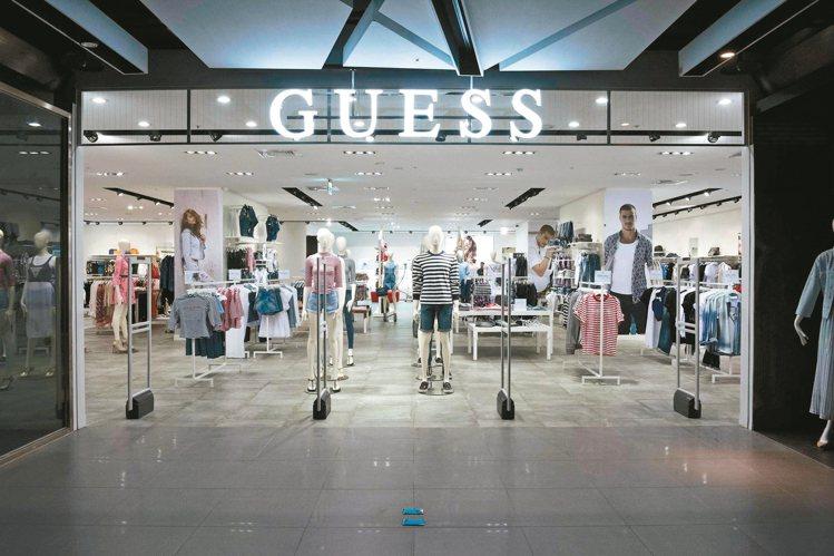 位於台中老虎城購物中心的全新GUESS專賣店。 圖/GUESS提供