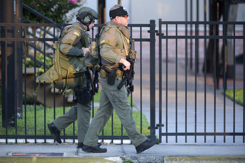 美國佛州奧蘭多夜店槍擊案,警方抵達現場。 美聯社
