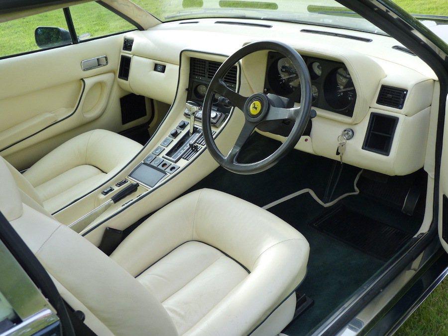 雖然外觀內裝都維持的不錯,但其實售價卻比一輛全新BMW M2還來得低。 摘自Carscoops.com
