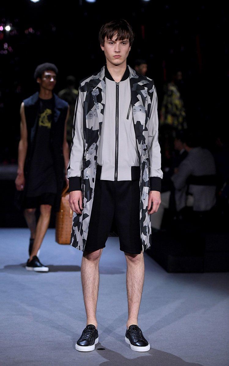 設計師Christopher Raeburn擅長機能性的時尚設計,聯名設計亦可見...