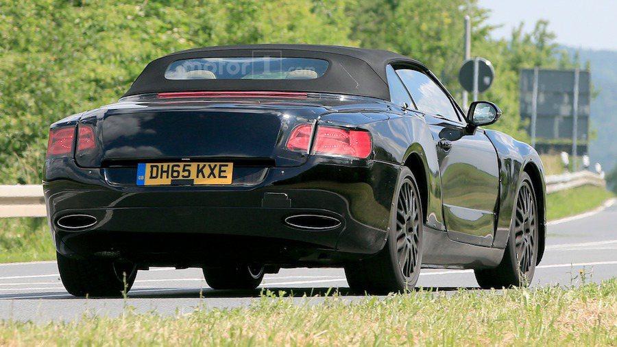 新一代Continental GT將在明年亮相,敞蓬版則要再晚一年推出。 摘自Motor1.com
