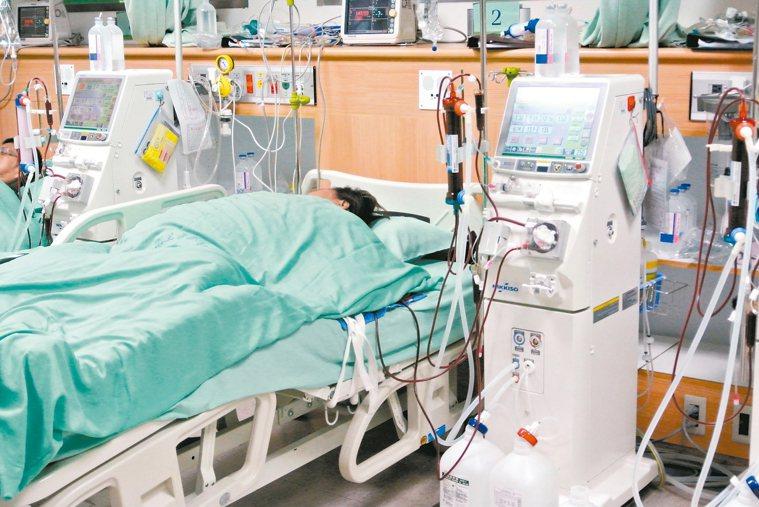 很多洗腎患者等待一個換腎的機會。 報系資料照