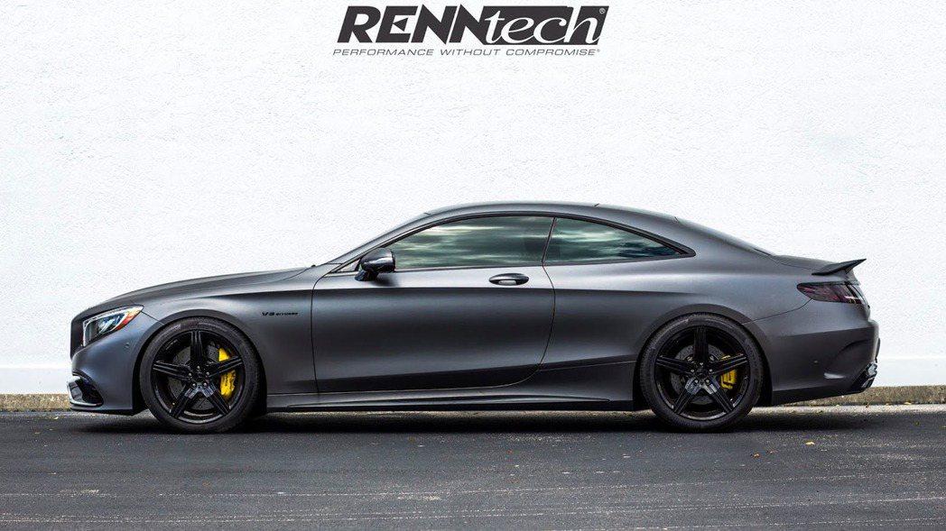 車側雖然鋁圈樣式與原廠造型並未有太大改變,但經過黑色處理的視覺化更為競技化。 摘...