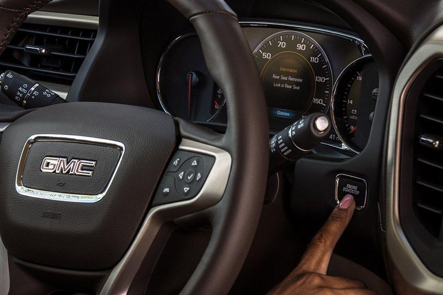 當駕駛將引擎熄火後,系統便會發出聲響並在資訊螢幕上顯示訊息 ,提醒駕駛要檢查後座。 GM通用汽車提供
