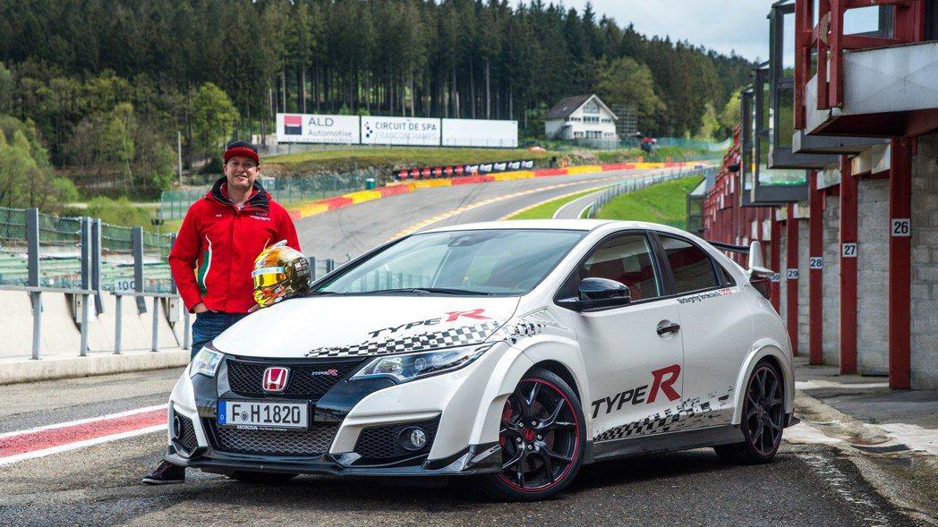 近日原廠公布了,這三個多月來的戰況成績,Civic Type R成功於歐洲五個知...