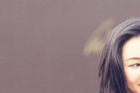 35歲的張柏芝和謝霆鋒離婚後,重心全放在寶貝兒子Lucas和Quintus身上,不過最近她接了電影《失控幽靈飛車》與韓國小鮮肉Bigbang成員TOP一起尬戲。14日兩人一同參加電影發布會,雖然兩人...