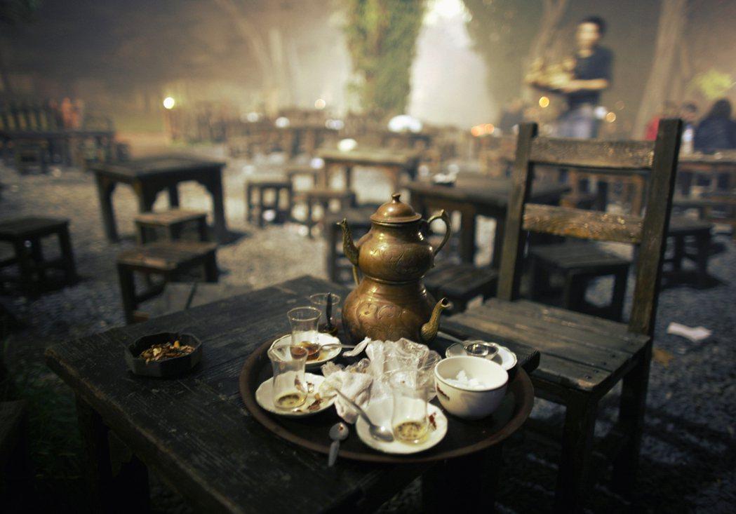 在土耳其,女性上茶館,可是件奇怪的事。-而若要探看土耳其文化中性別的社會意義,以...