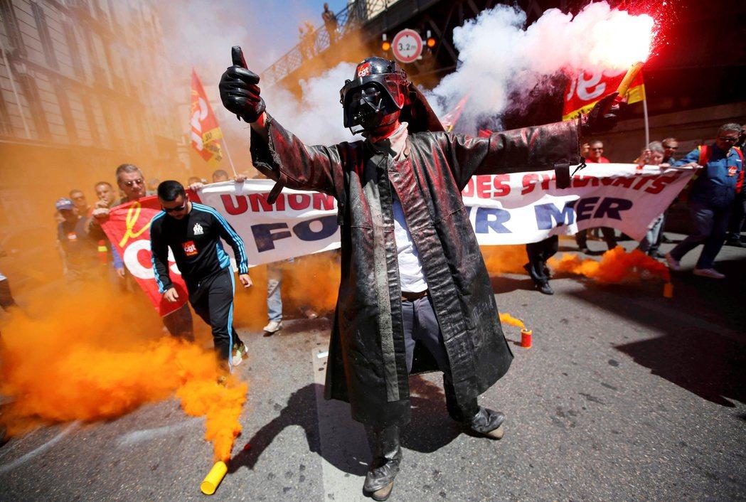 如果法國不慎輸球,加上抗議罷工的雙重影響,消耗殆盡的社會將會加劇原本的衝突,法國...