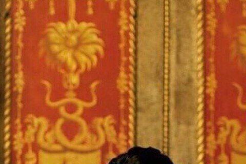 大陸時尚雜誌《時尚芭莎》日前特地邀請電影《魔獸》兩大男主角張震與吳彥祖,為新一期雜誌拍攝封面,濃濃的古典風展現兩位男神超強勁魅力!照片中的兩位魅力強大到讓兩位的粉絲們紛紛在微博互相爭奪誰才是「亞洲最...