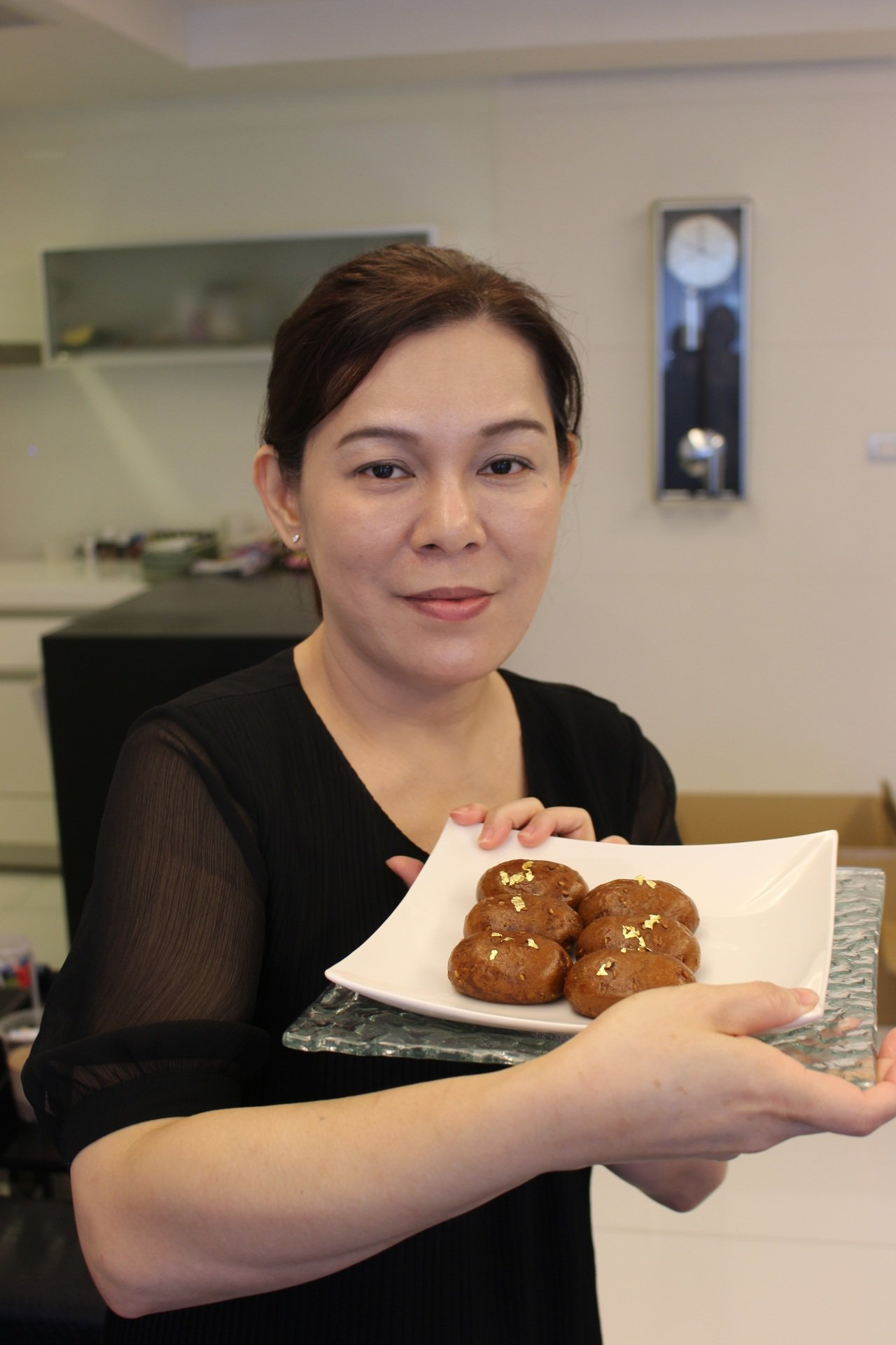田中實加親手重製外婆年輕時候在台灣愛吃的甜點。記者陳宛茜/攝影