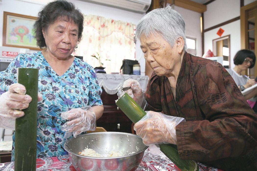 挪威老人平均臥床二周,台灣卻是七年。「政府不能將老人從快快樂樂的長青中心,直接銜...