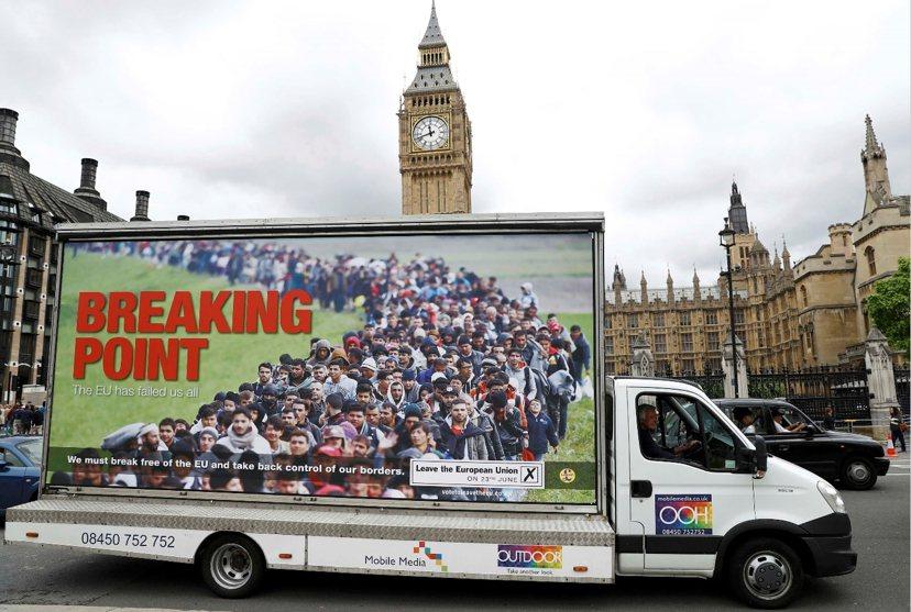 不論是難民還是歐盟移民,脫歐陣營都存有疑慮。英國獨立黨最新的反移民文宣(如圖),...