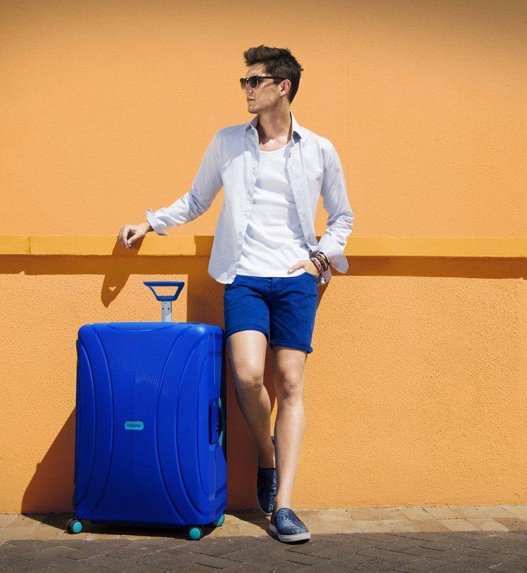 為了搶搭換旅行箱的熱潮,袋包品牌針對不同需求推出新款來搶客。圖/American...