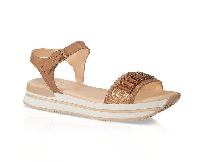焦糖色水鑽裝飾星砂亮片繫踝厚底涼鞋,售價21,600元。圖/HOGAN提供