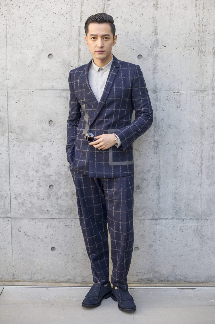 胡歌受邀前往米蘭時裝周觀賞EMPORIO ARMANI男裝秀。圖/EMPORIO...