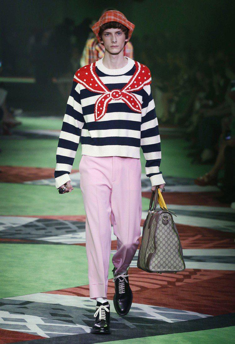 在時裝上展現異常的瑰麗想像,是Alessandro Michele的浪漫情懷。圖...