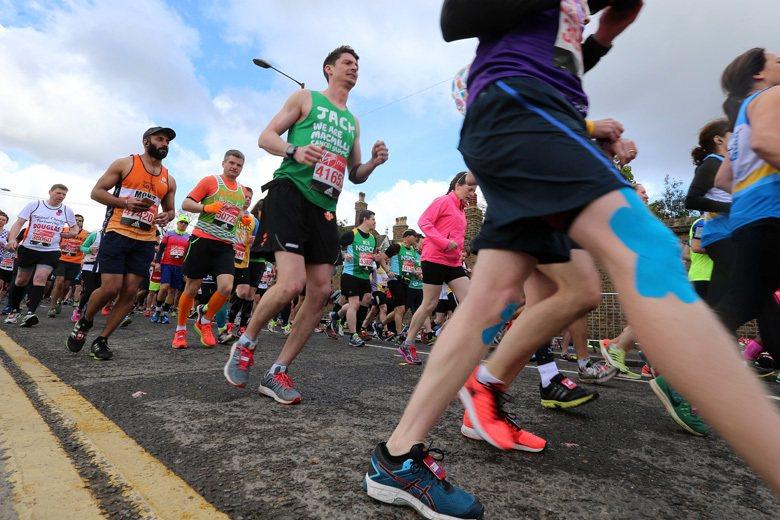 倫敦馬拉松賽是馬拉松愛好者的盛會,吸引全球各地馬拉松跑者參賽。 攝影/胡經周