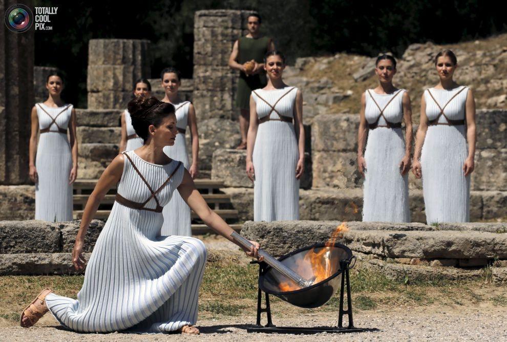 現代的奧運始於1896年的雅典奧運,古典的奧運在西方文化中始終是個重要的象徵,不...