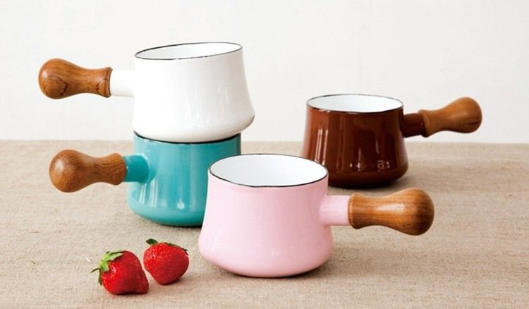 DANSK迷你造型琺瑯鍋。圖/momo購物網提供