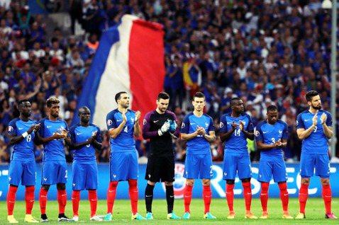 綽號「大雞軍團」的法國足球代表隊,為何在近代會變成「花雕雞軍團」? 圖/美聯社