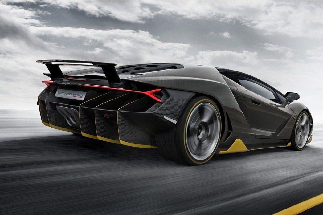 搭載來自Aventador的6.5升V12自然進氣引擎,0~100km/h衝刺僅需2.8秒。 摘自Lamborghini