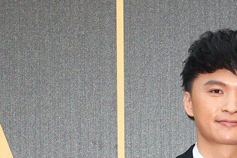 陳建瑋(左)、陳子鴻(右)走紅毯。