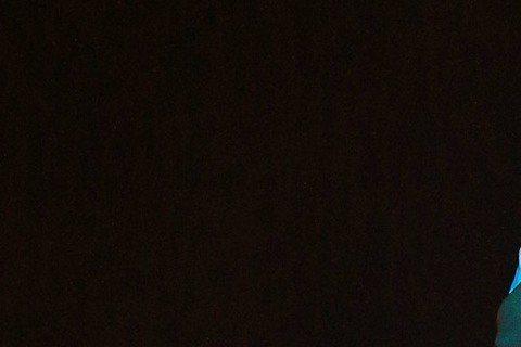 紀曉君在金曲獎獻唱,優美的歌聲搭配豐富的投影效果讓人眼睛為之一亮。