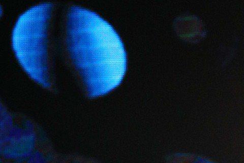 歌手A-Lin擔任本屆金曲獎第4段演出嘉賓,開頭就穿著飄逸薄紗禮服,坐在高台處演唱,背景由於是月球形狀,畫面優美宛如月之女神,此外她也秀出一雙白皙美腿,搭配台上舞者賣力演出,整體氛圍獲讚,而她也現場...