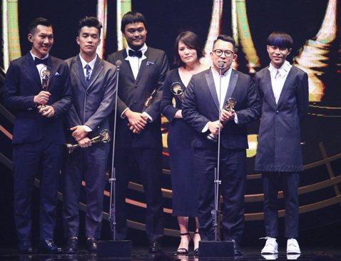 27屆金曲獎,最佳編曲人獎、最佳樂團獎,由蘇打綠獲得。