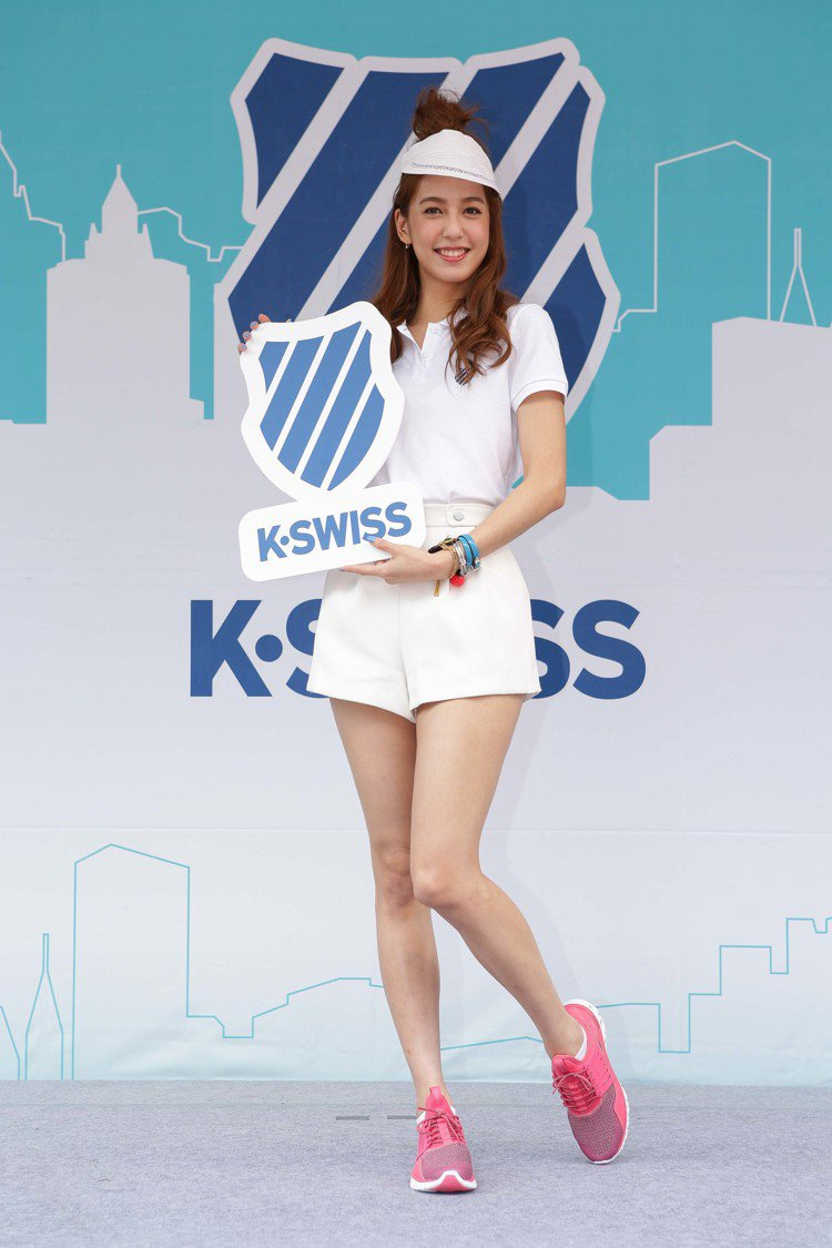 陽光女孩陳庭妮出席K-SWISS活動,理直氣壯穿運動鞋工作,直呼「太舒服」。圖/...