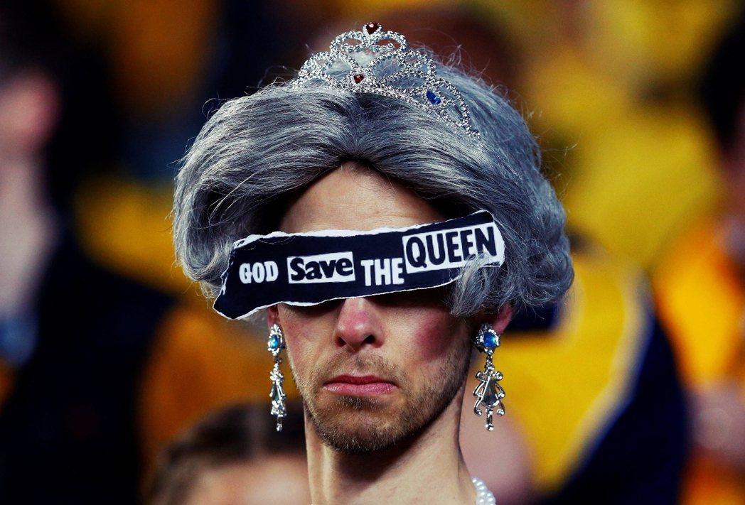 「天祐女王」(God save the queen),在周六的墨爾本,英格蘭與澳...