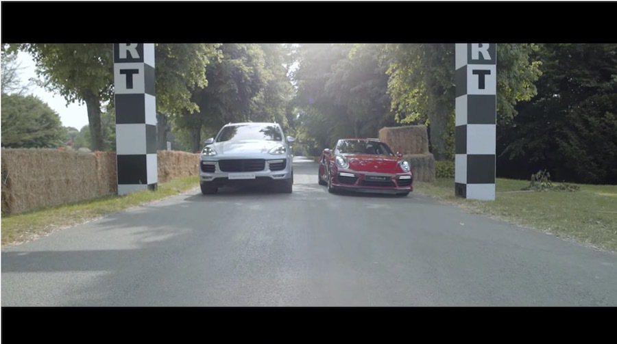 Porsche Cayenne與911 兩輛Turbo S車系在Goodwood爬山賽PK。 截自Porsche影片