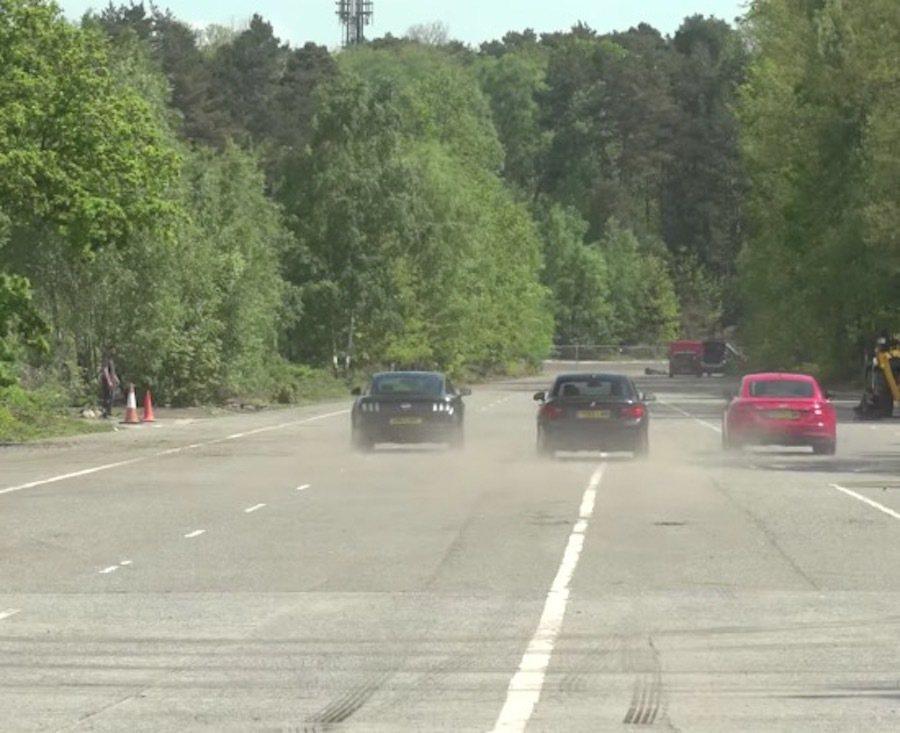 起步加速上Mustang還是略勝一籌。 截自Carwow影片