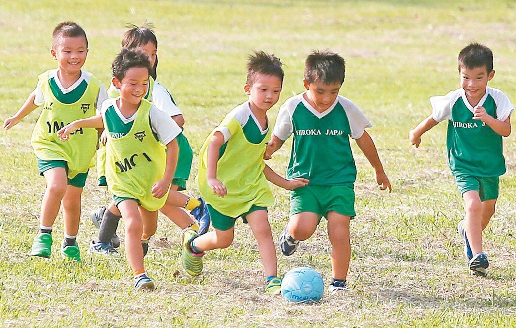 調查指出,超過1/3的學童每個月都會產生瘀青,近5成都是運動碰撞造成的傷害。 本...