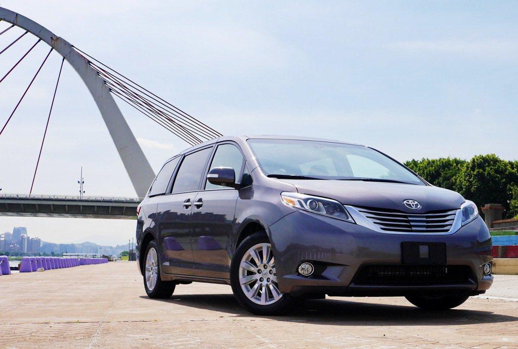 Toyota Sienna Limited。 記者陳威任/攝影