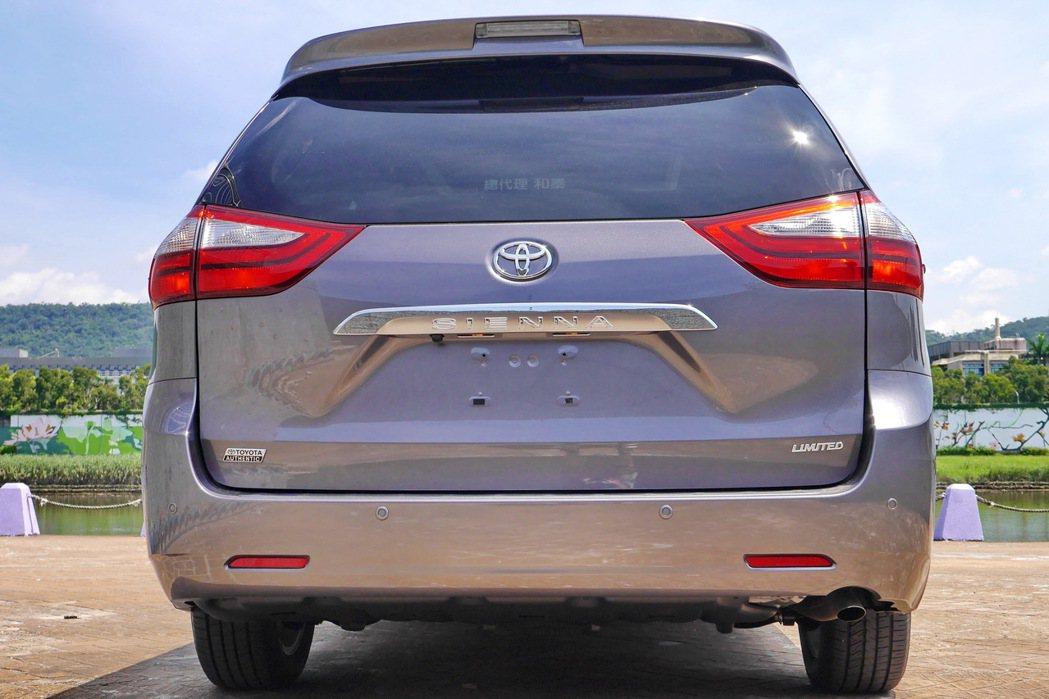 車尾有Litmited字樣。 記者陳威任/攝影