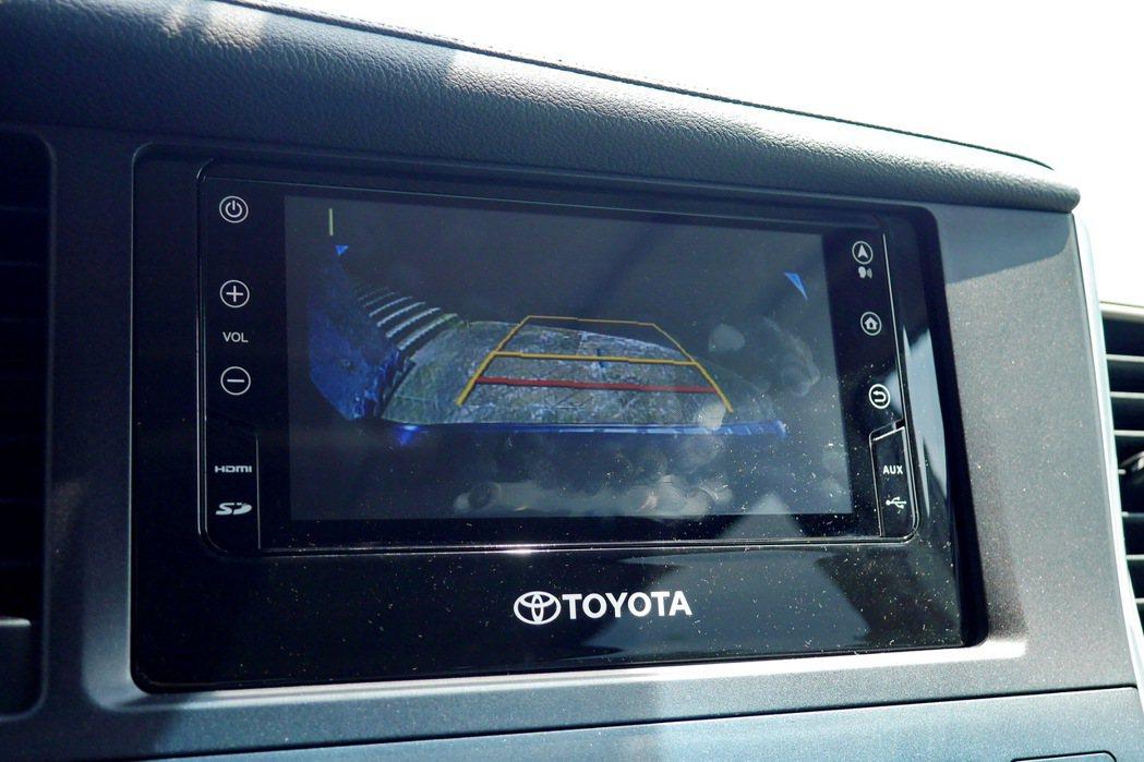 中控台主機提供包括衛星導航、應用程式、倒車顯影及藍芽配對等功能。 記者陳威任/攝...