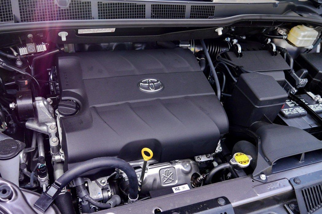 原廠代號2GR-FE的3.5升V6引擎。 記者陳威任/攝影